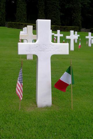La tomba di Roy Enlow presso il Cimitero Militare Monumentale di Firenze